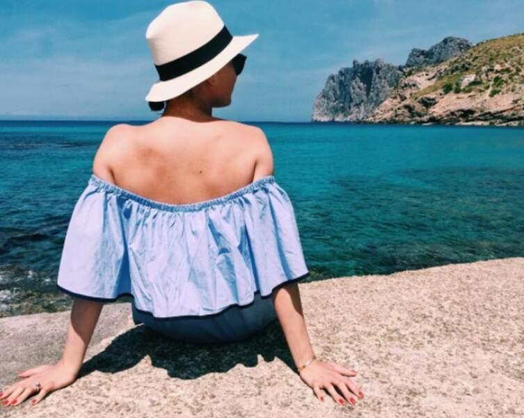 Moment de détente au soleil pour Emily VanCamp