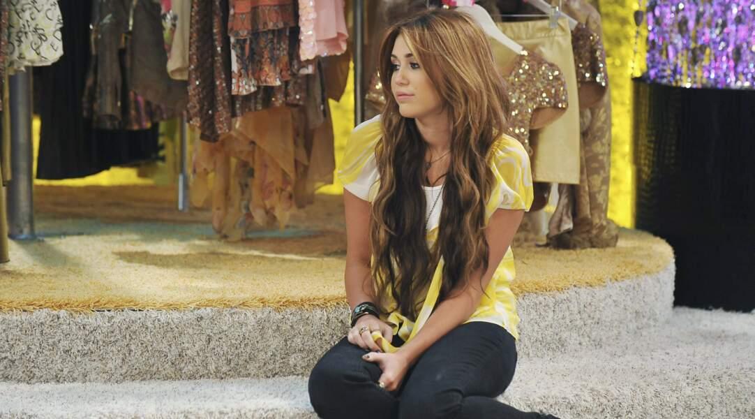 La série se concentre sur une jeune fille qui mène une double vie : simple lycéenne le jour et chanteuse la nuit.