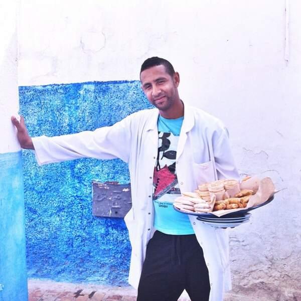 Malika Ménard s'est fait servir à manger par un gars qui porte une blouse. Le serveur médecin, en somme.