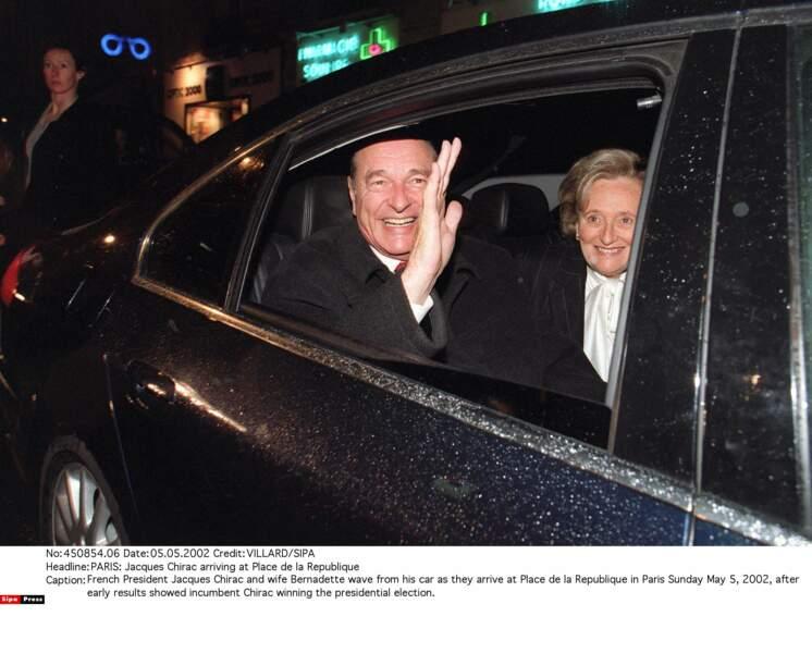 2002 : élu au second tour contre Jean-Marie Le Pen, il fait figure de héros...
