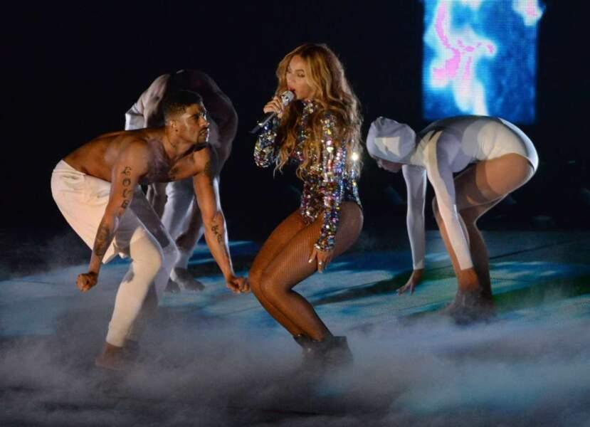 La reine de la pop, Queen B, rayonnante dans sa tenue en strass !