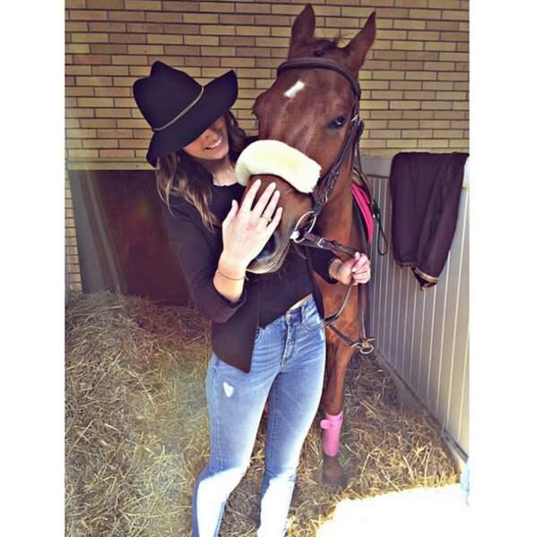 Ce week-end, Laury Thilleman a sympathisé avec un cheval...