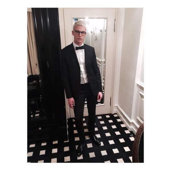 Baptiste Giabiconi est méconnaissable dès qu'il met des lunettes.