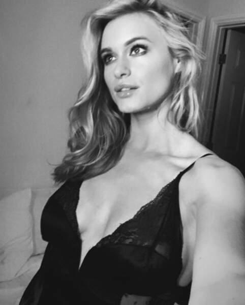 L'actrice Leven Rambin aime la dentelle.