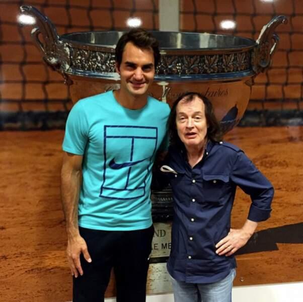 En fait, Federer aime les selfies... (et est fan d'AC/DC, qui l'eut cru ?)