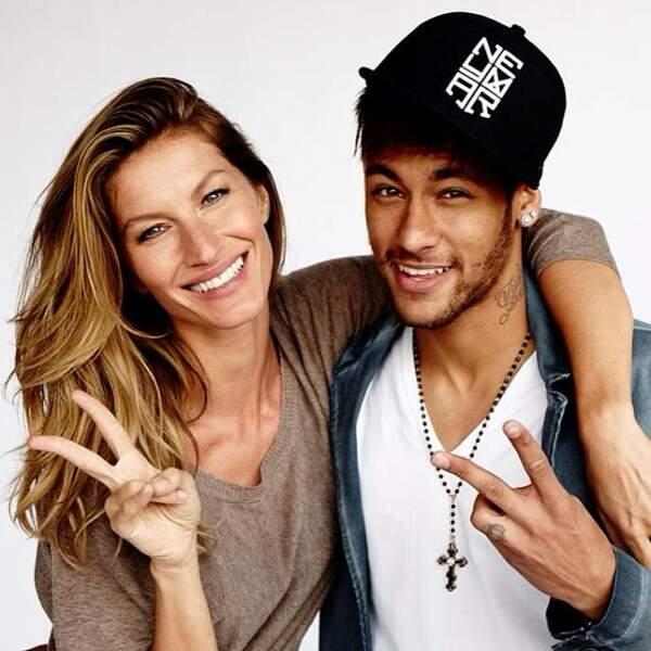 Ici, elle pose avec Neymar, la star du football brésilien.
