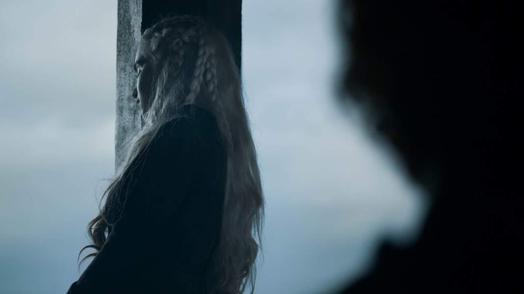 Quant à Daenerys, elle a du mal à se remettre de la mort de ses proches…