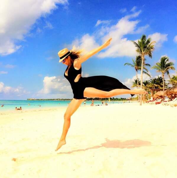Emilie Nef Naf sur une plage au Mexique. Superbe photo !