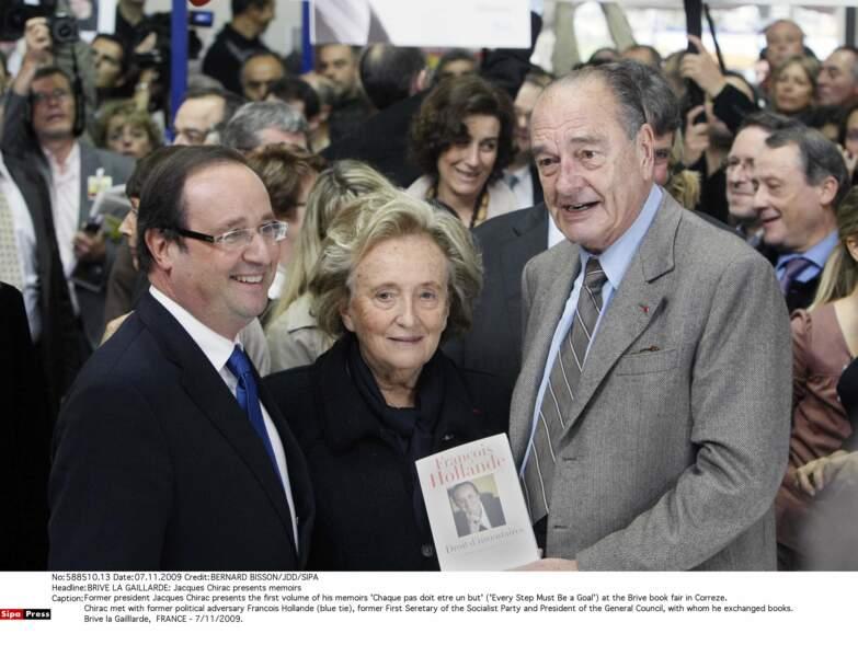2009 : croisant François Hollande, ils échangent leurs mémoires (et une poignée de mains dans la foulée)