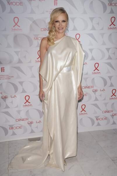 Pamela Anderson avait choisi la sobriété du blanc