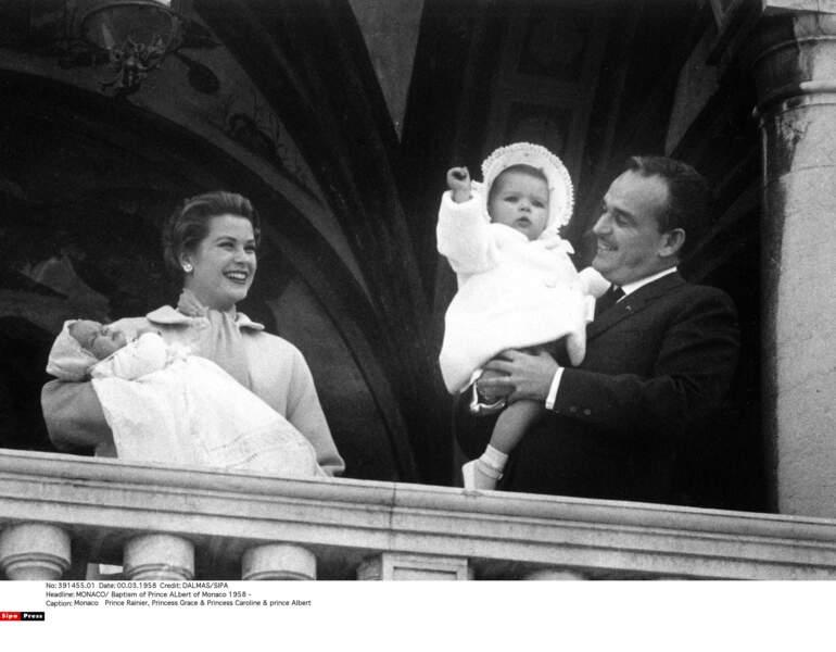 Aînée du clan Grimaldi, Caroline, née en 1957, accueille un petit frère un an plus tard