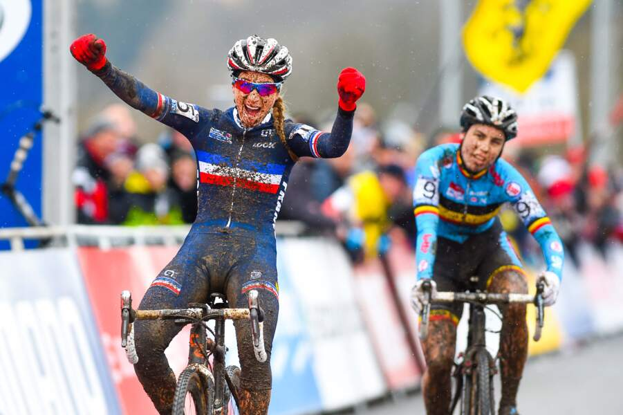 31 janvier, Pauline Ferrand-Prevot, la petite reine arc-en-ciel avec deux titres mondiaux en cyclo-cross et VTT