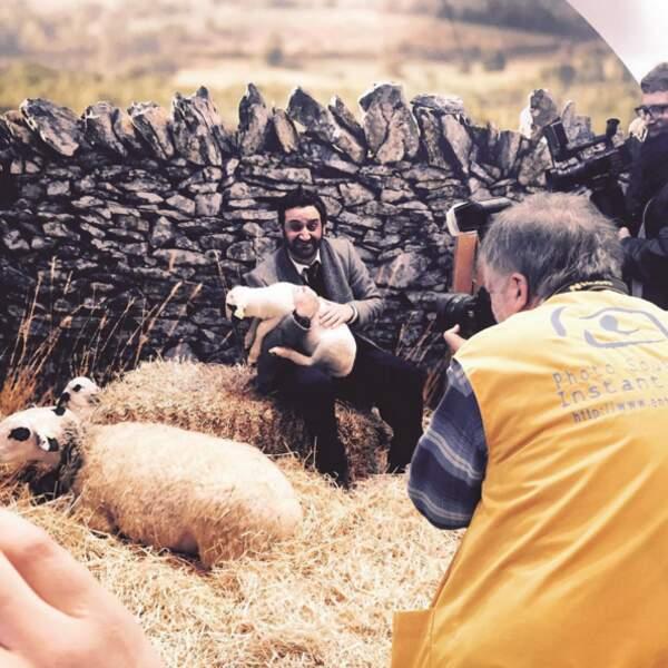 Et Cyril Hanouna avec un agneau au Salon de l'Agriculture !