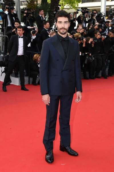 Tahar Rahim lors de la première montée des marches du Festival de Cannes 2015
