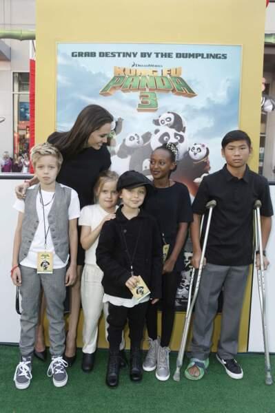 Et enfin elle a retrouvé ses enfants : Shiloh, Vivienne et Knox, Zahara et Pax (de gauche à droite)