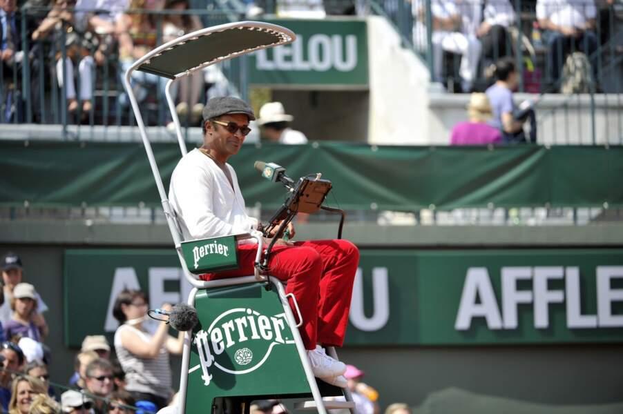 Il est là ! Trente ans après sa victoire, Yannick Noah est de retour... sur une chaise d'arbitre !