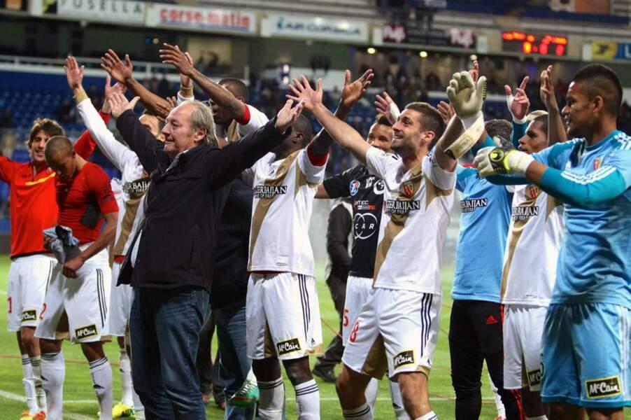 Allez, une ola pour fêter le retour de Lens en Ligue 1 ! Oooooooooooolééééééé !