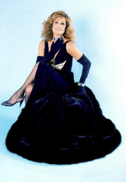 Christian Dior a dessiné pour Dalida des tenues pour le lancement de la chanson Kalimba de Luna.
