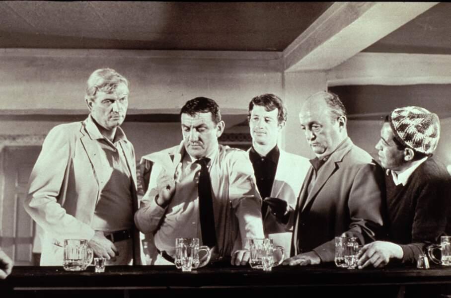 1964 : Il incarne Rocco, camionneur, qui détourne le beau butin de Cent Mille dollars au soleil.