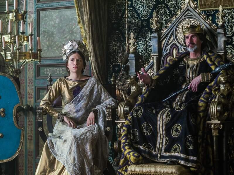 Elle joue la Princesse Gisla, fille de l'Empereur Charles III, dans la série Vikings