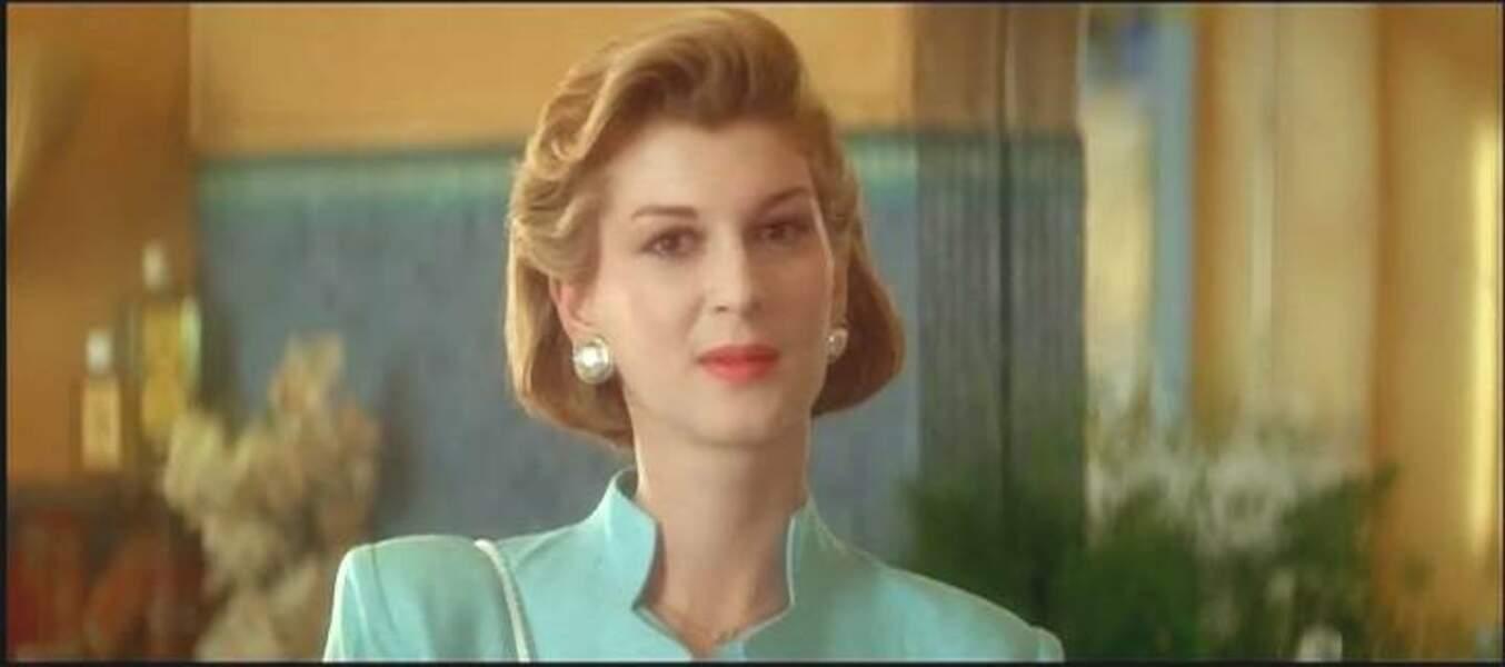 L'une de ses premières apparitions, dans Le Mari de la coiffeuse (1990), dans le rôle d'une maman d'enfant adopté