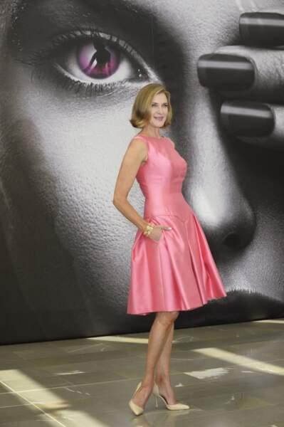 Brenda Strong joue le rôle de Ann Ewing, la nouvelle femme de Bobby.