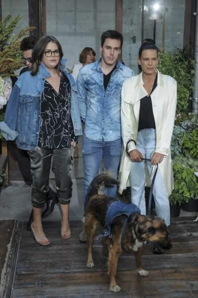 Stéphanie de Monaco arrive en compagnie de ses deux autres enfants : Camille et Louis