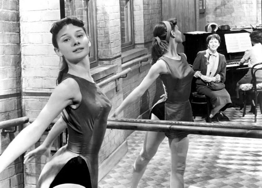 """Audrey montra ses talents de danseuse dans l'un de ses premiers rôles : """"Secret people"""" en 1952"""