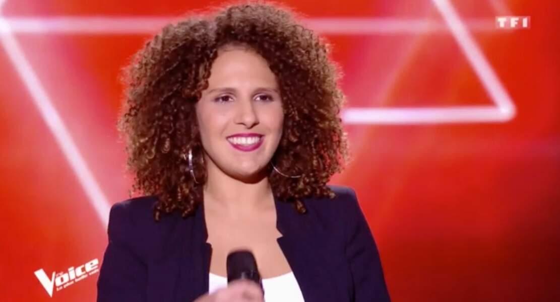 Meryem, 31 ans, est dans l'équipe de Florent Pagny