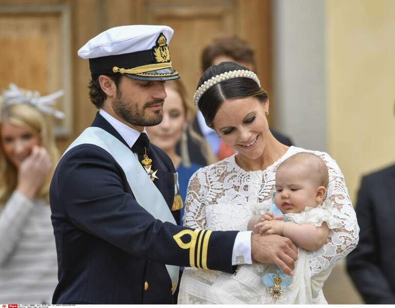 On craque pour la bouille de l'angelot arborant sa médaille de l'ordre de Séraphin, plus haute distinction de Suède