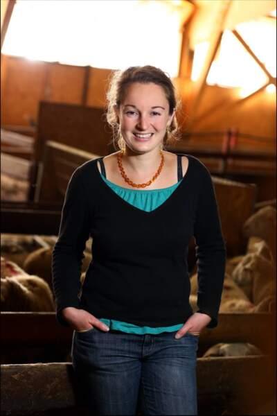 Audrey, 28 ans, éleveuse de brebis à viande bio et de volailles bio.