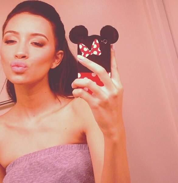 """Non non, ce n'est pas Kim Kardashian mais bien Christian Serratos en mode """"duck face"""""""