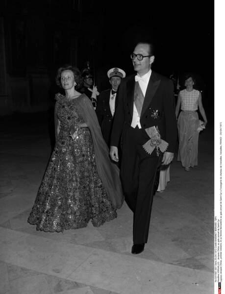 Désormais épouse de Premier Ministre, elle enchaîne les galas comme ici à Versailles en 1975