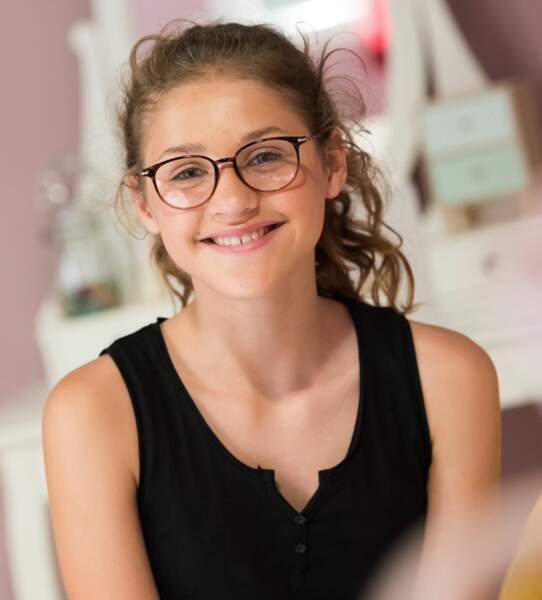 Betty, la cadette du clan Moreno, est incarnée par une figure associée à TF1, Lou Jean, finaliste de The Voice Kids