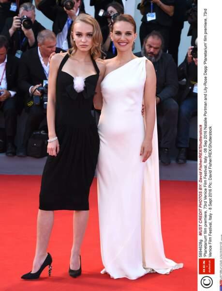Wow ! Quelle classe les deux actrices !