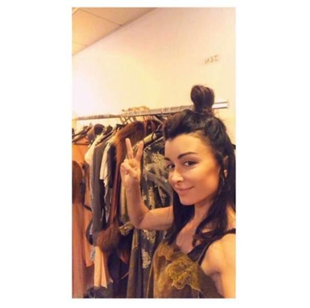 ... de son côté, Jenifer se prend pour Pocahontas