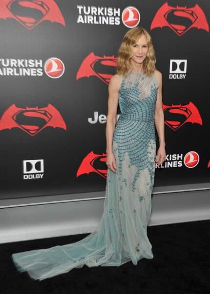 Holly Hunter, dans sa belle robe bleue, est aussi dans le film