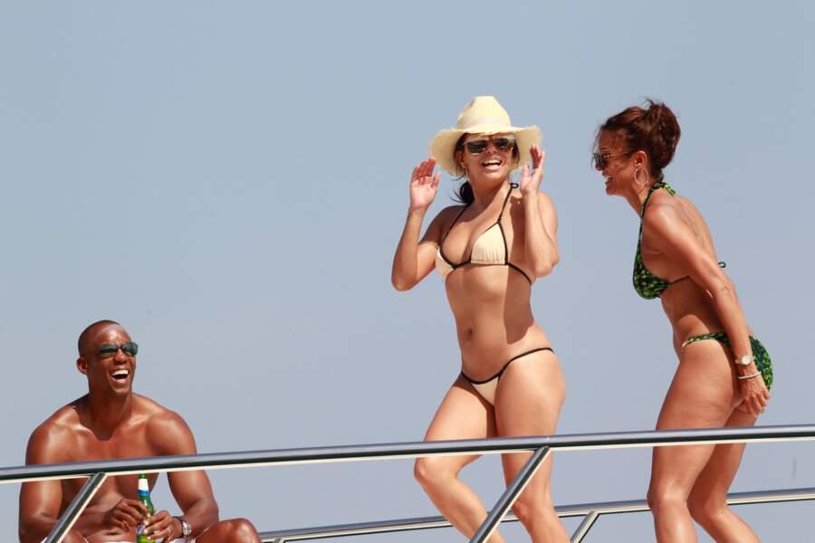 ... bikini crème pour Eva Longoria à Marbella en Espagne.