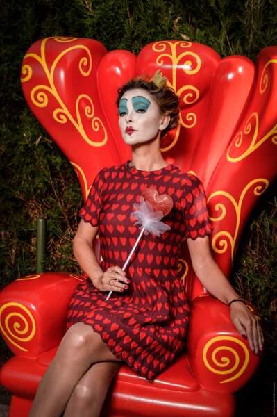 Sandrine Quétier fait pareil, avec sa propre version de la Reine de cœur.