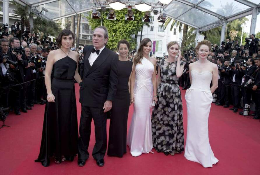 Tommy Lee Jones entouré de ses actrices pour son nouveau film The Homesman