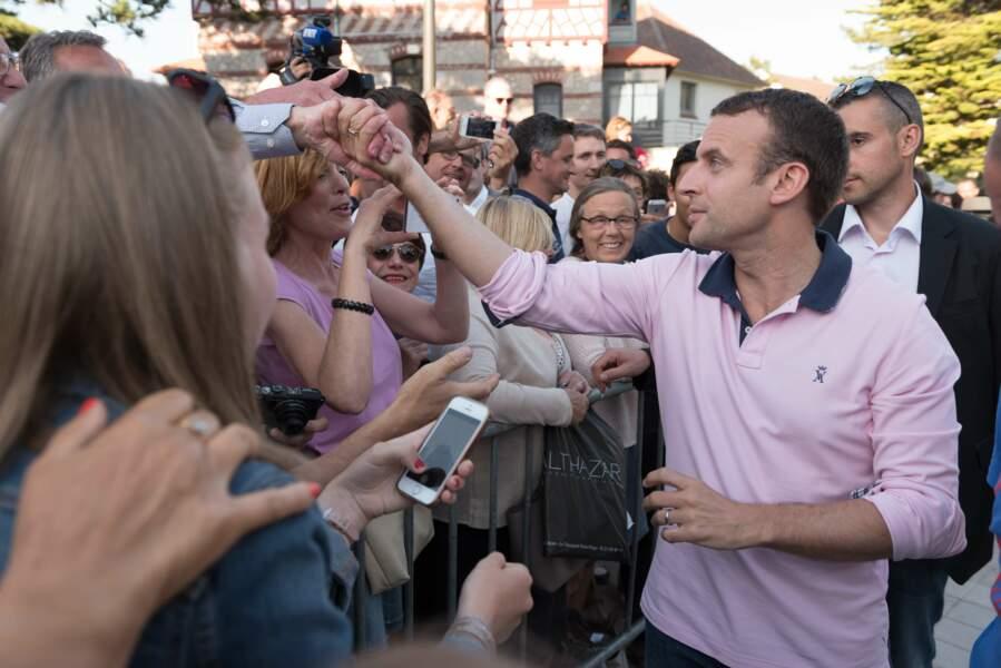 C'est l'heure du bain de foule pour Emmanuel Macron
