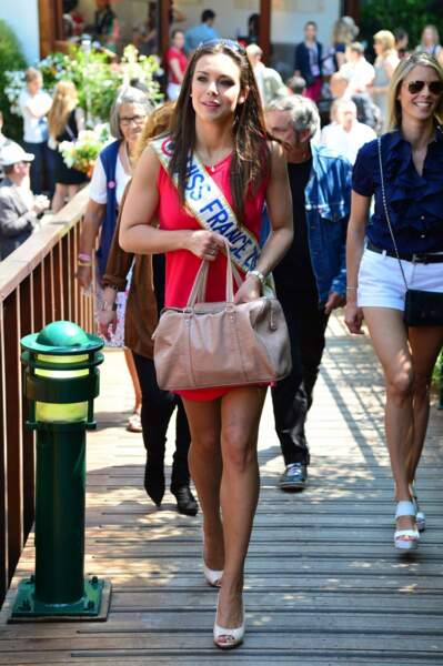Oh tiens, Miss France arrive...
