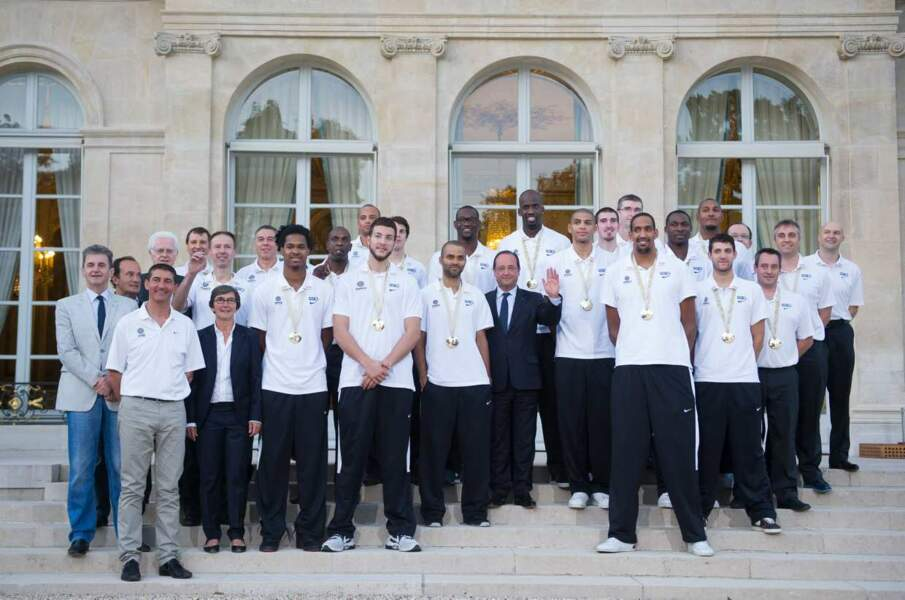 Francois Hollande et l'équipe de France de Football en septembre 2013. La classe.
