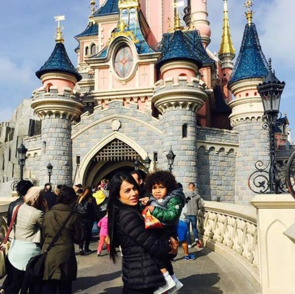 ...Disneyland pour le petit Milan. Milene n'a pas attendu que son mari arrive à l'OM pour découvrir la France !