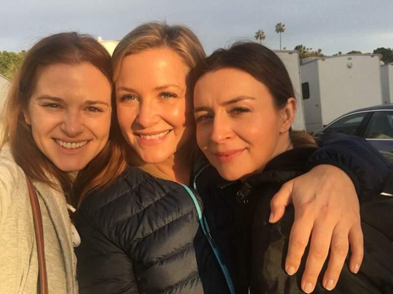 C'est avec Caterina Scorsone (Amélia) et Jessica Capshaw que Sarah Drew a passé sa dernière nuit de tournage