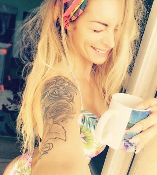 Pause bikini fleuri pour Emilie Nef Naf.
