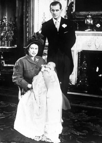 Leur premier enfant, le prince Charles, naît le 14 novembre 1948 à Londres