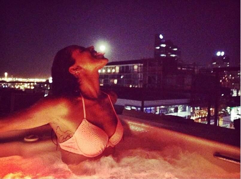 En Afrique du Sud, Shy'm s'est offert des bains de minuit dans le jacuzzi