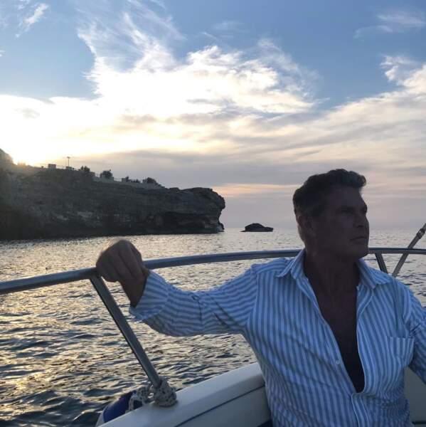 David Hasselhoff a posé devant le coucher de soleil près des Pouilles.