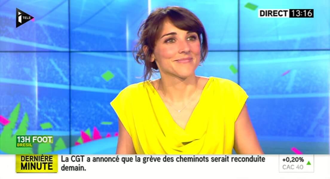 """Dans la catégorie """"couleurs"""" : cette journaliste d'i>Télé, en jaune vif !"""